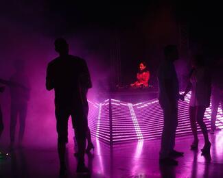 Вечеринка электронной музыки в «Асанбай» центре